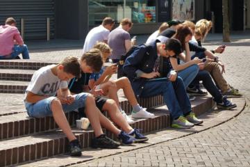 Indagine Miur i ragazzi sul web con lo smartphone