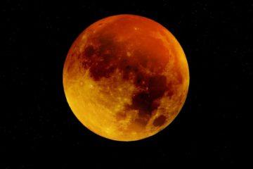 Eclissi-show, aspettando la Luna rossa